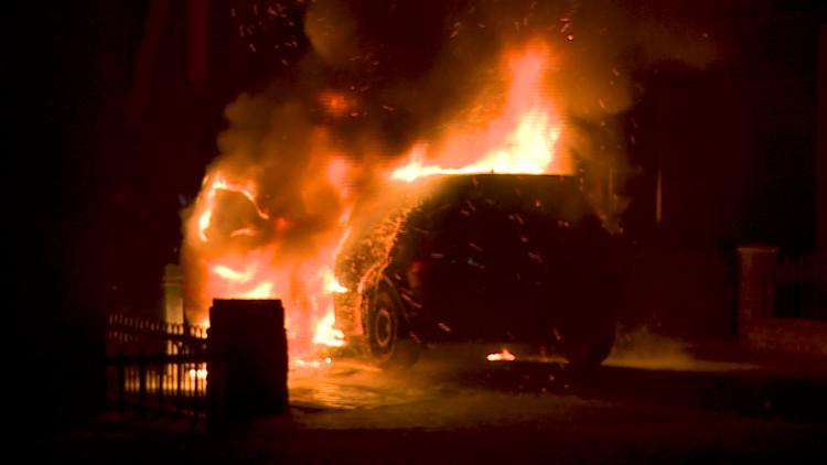 Opnieuw autobrand in Veen, ditmaal een auto in de Grotestraat