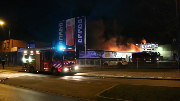 Uitslaande brand op bedrijventerrein in Boxmeer