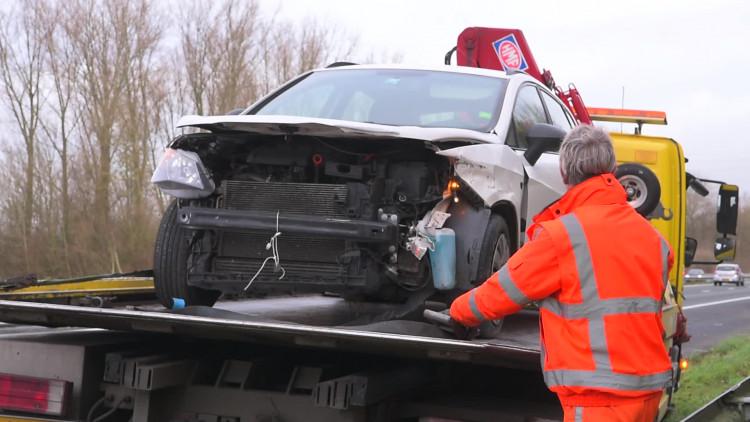 Vluchtende automobilist rijdt kilometers tegen verkeer in op A59 en A17
