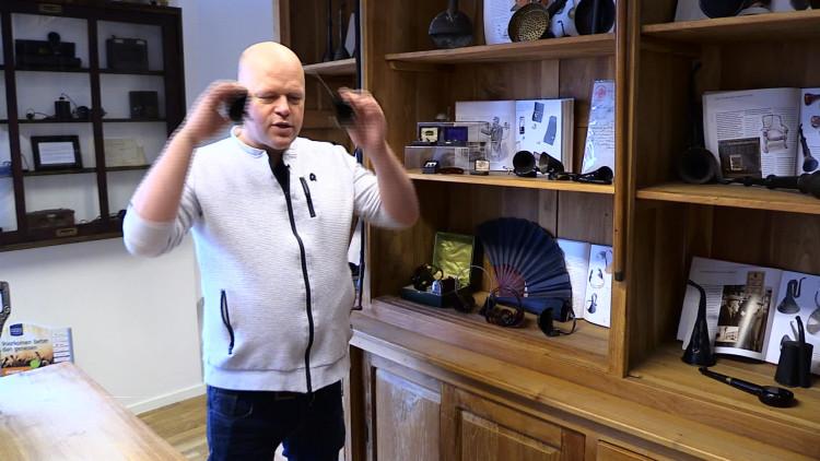 'Er komt een gekte in je hoofd', Roland Zweers heeft meer dan duizend hoorapparaten