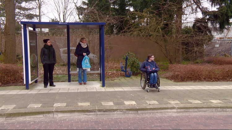 Stijn (17) zit in een rolstoel en werd door de buschauffeur niet meegenomen