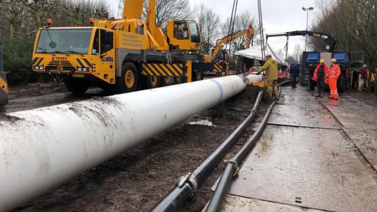 Wesley van Heeswijk van bouwbedrijf Heijmans over het megaproject met de waterleiding in Heesch