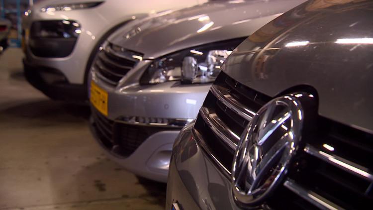 Vergunningsplicht voor autoverhuurbedrijven en kappers moet witwassen tegen gaan