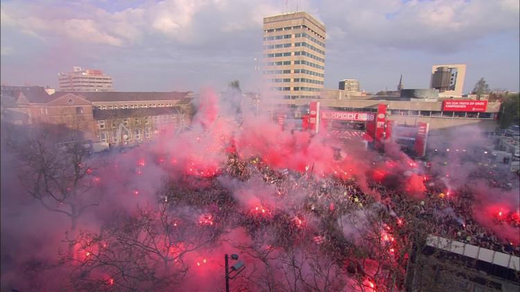 Opkomst spelers PSV bordes Stadhuisplein