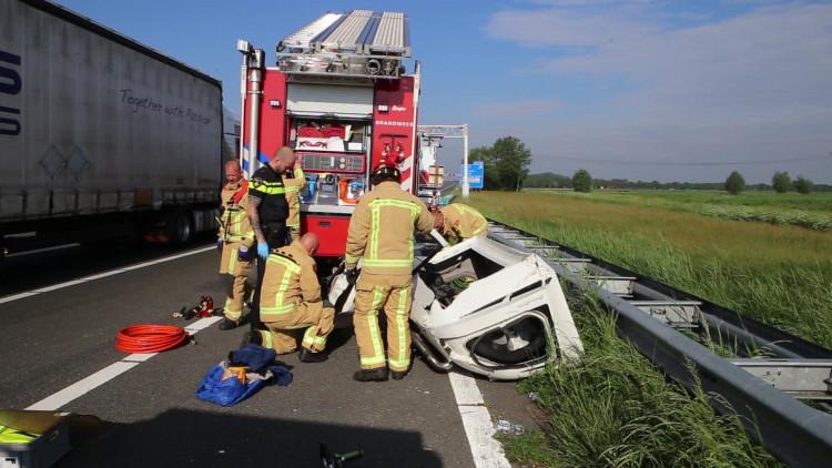 Dodelijk ongeluk met een bestelbus op de A67