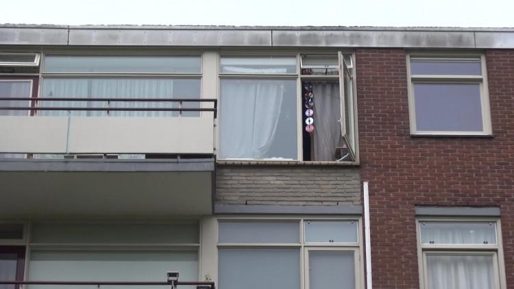 Vrouw valt van flatgebouw Tilburg