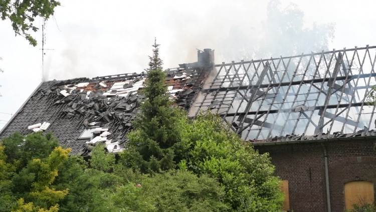 Brand verwoest leegstaand pand in Helmond