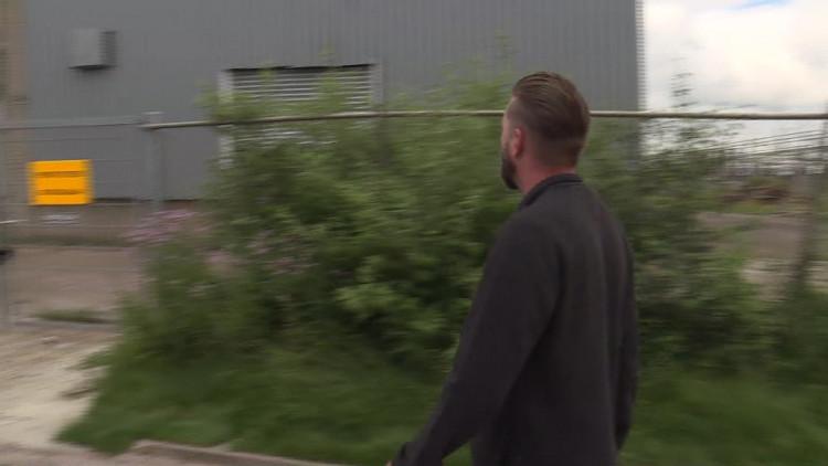 Afgebrande sigarettenfabriek stinkt na een maand nog