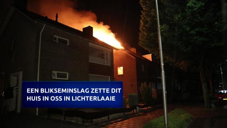 Een rake klap onweer heeft dinsdagnacht een huis aan de Orseleindstraat in brand gezet.